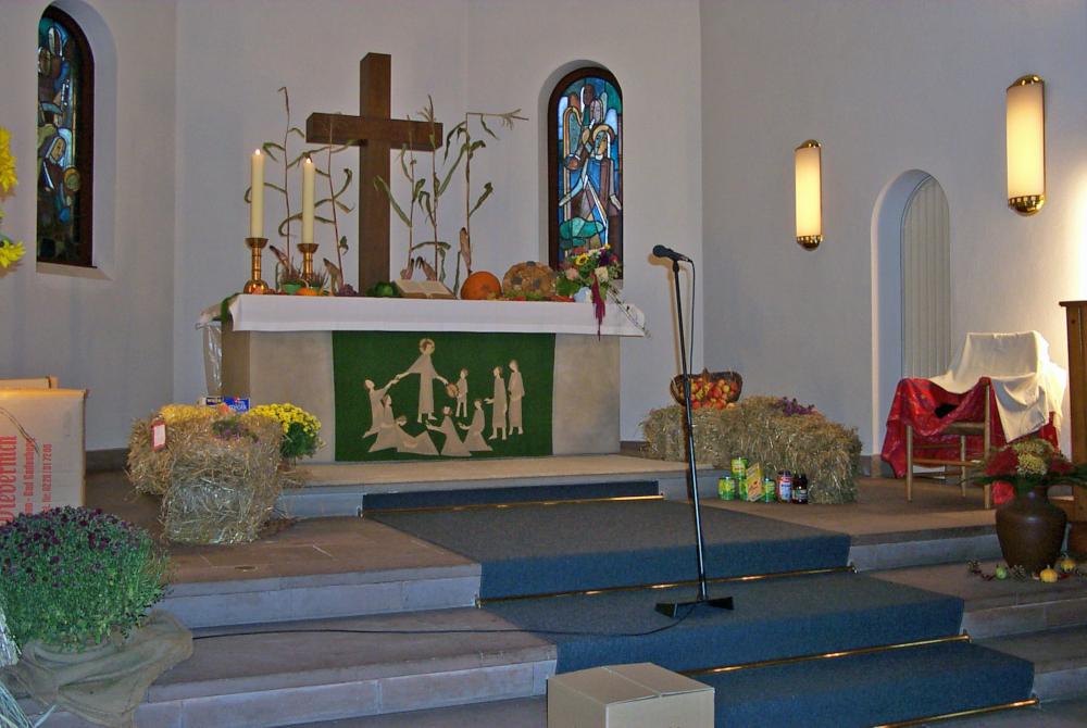 Altar der Christuskirche ist für das Erntedankfest geschmückt; Bild: M. Frebel