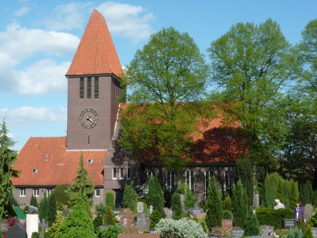 Auferstehungskirche vom Friedhof aus gesehen; Foto: Ralph Hennings