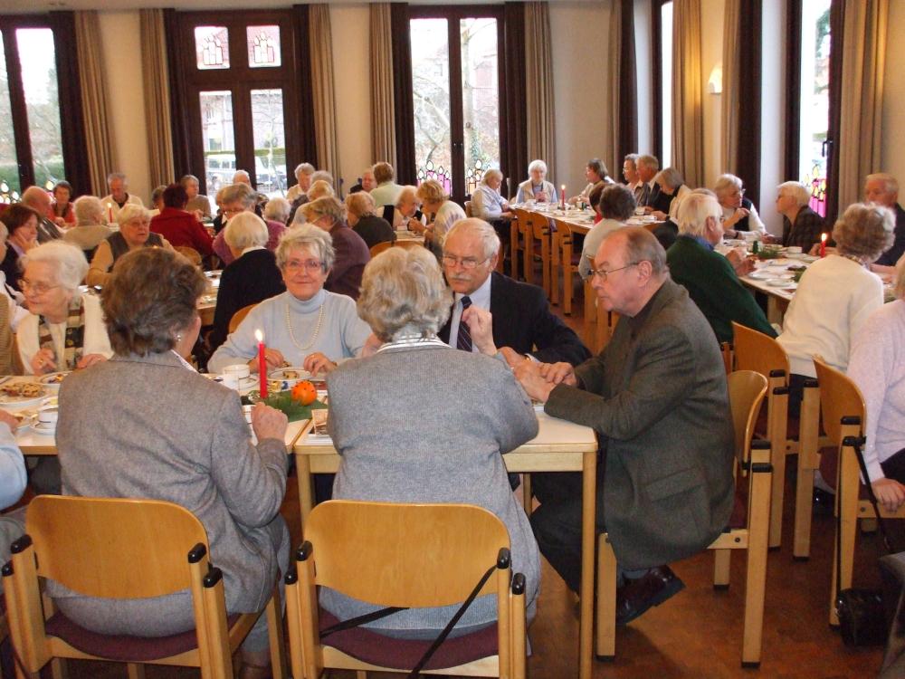 Senioren beim Kaffee 2007; Bild: R. Hennings