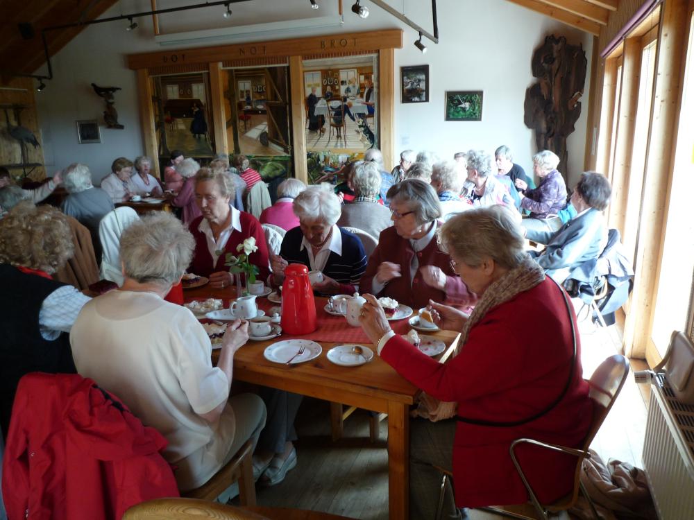 Seniorenkreis in Goldenstedt an der Kaffeetafel; Bild: R. Hennings