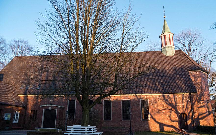 Christuskirche in Seitenansicht; Foto: Ralph. Hennings