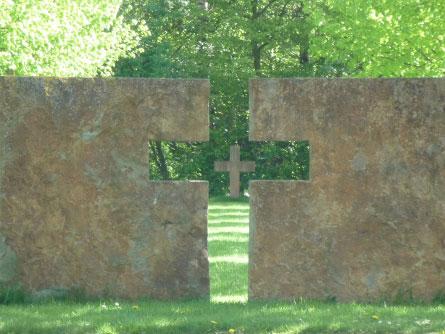 Gedenkstätte auf dem Neuen Friedhof; Foto: Ralph Hennings