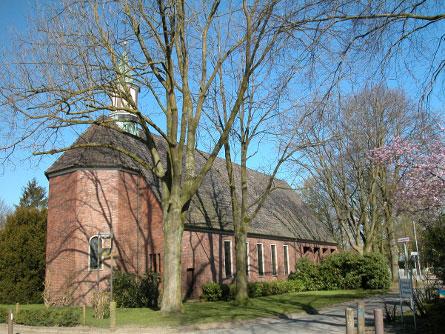 Christuskirche in Seitenansicht von der Straße aus; Foto: Kerstin Ebel